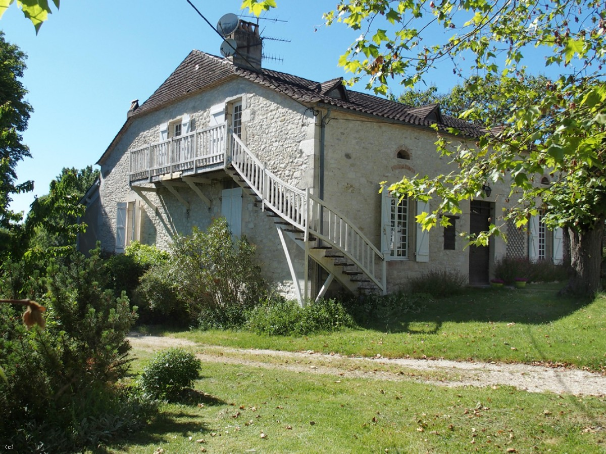 Property with 2 gîtes and 17 ha