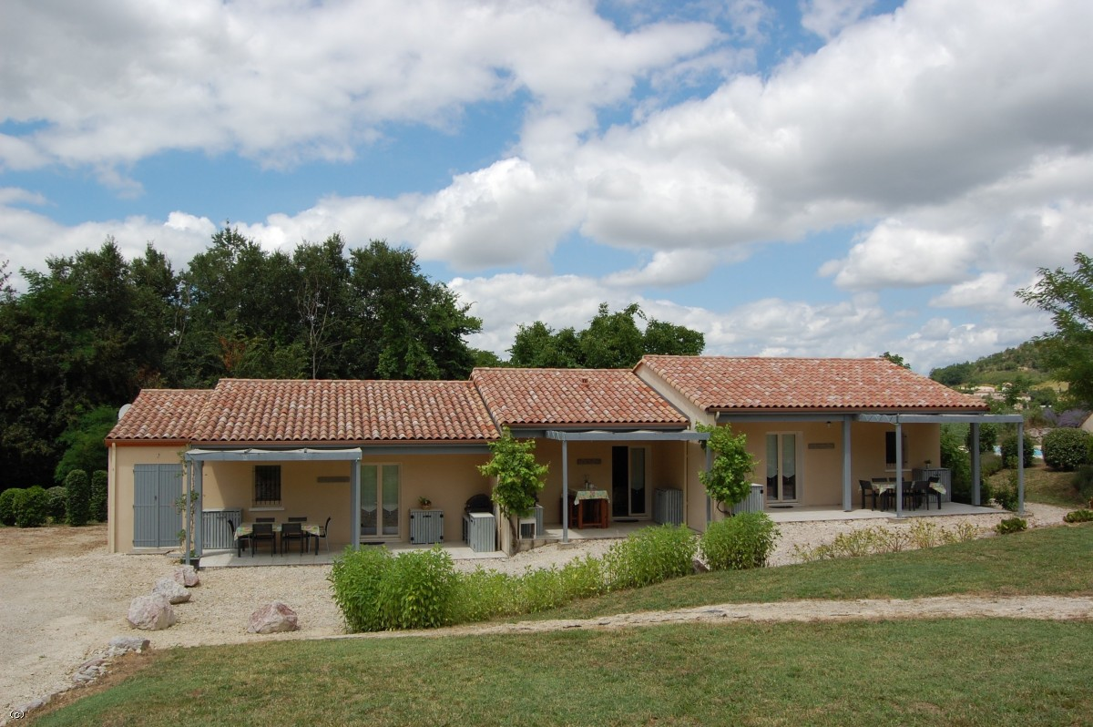 Property with 4 gîtes