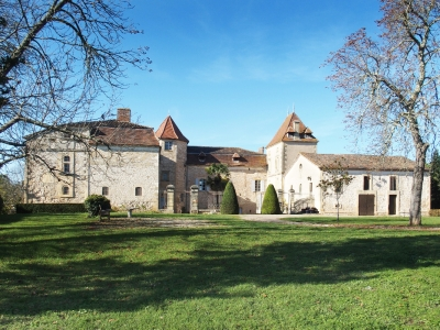 Authentic castle in preserved nature of 58 ha